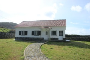 House to rent in Flores Island