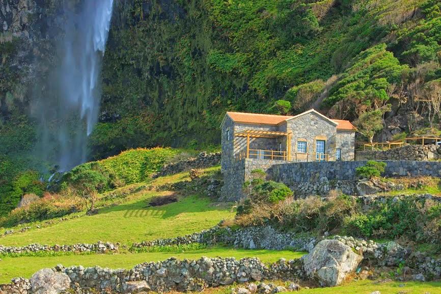 Moinho-da-Cascata-Ilha-das-Flores